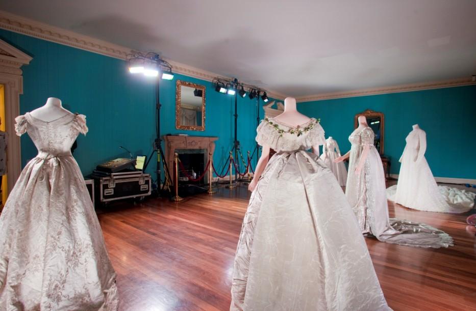 Kensington Palace Royal Wedding Dresses Book : Lustr? leds illuminate historic royal wedding dresses ledinside