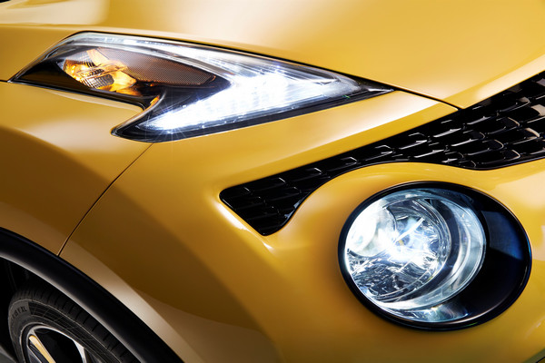 Nissan Juke LED headlights and DRL