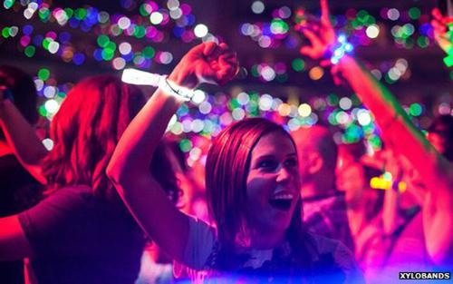 Xylobands Are The World S First Live Controlled Wristbands Allowing Entire Crowd To Be Lit Up With Pixels Of Light And Motion