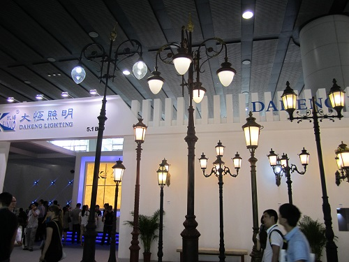 Daheng Lighting Showed Off Their Led Street Lamps In The Front Of Booth These Tall Lights Have A More Traditional Design With Slight Modern