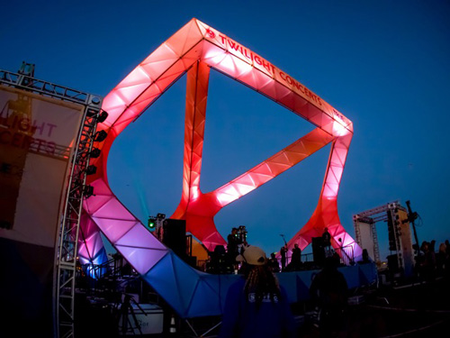 LAs Summer Concert Lit With LED Lighting Truss