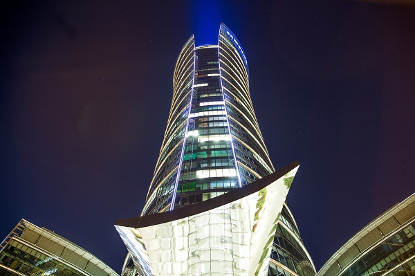 The Warsaw Spire seen from a bottom up angle.