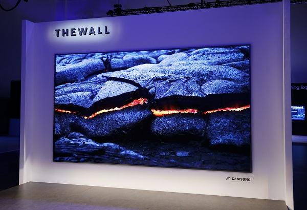 QLED TV and OLED TV Continue to Compete in CES, Featuring 8K