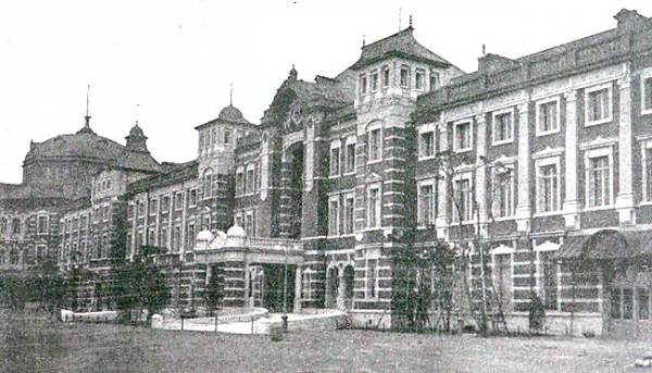 An old paint of Tokyo Station Photo credit: Shashin Tsūshin January 1915 issue