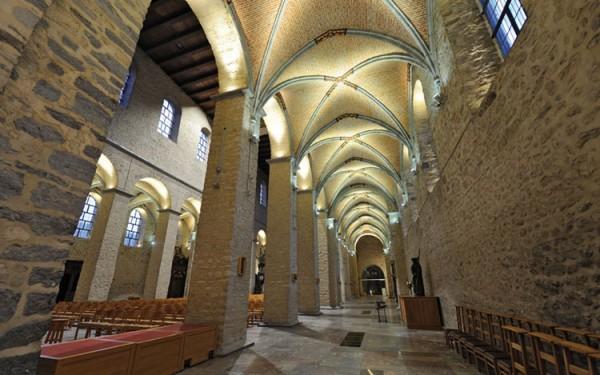 Saint-Gertrudis-Church2_LG