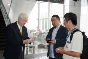 C.L. Liu, Regional Marketing Manager APAC, Solid State Lighting of TrendForce Corp (left) interacts with forum attendees before the forum starts. (LEDinside)