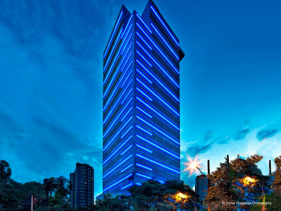 Brazil office building edifico renaissance turns to for Building exterior lighting design